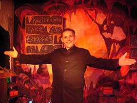 Richard Leigh at The Magic Cavern